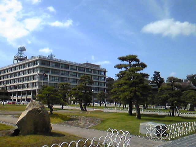 島根県庁と松江城(松江開府400周年祭)