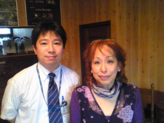 鹿児島にて女優の「たぬき」さんと/たぬきさん特製「あくまき」(薩摩郷土料理)をいただく