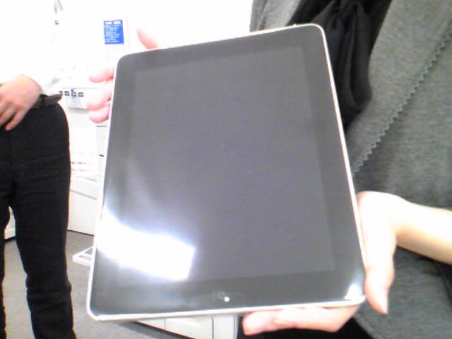 【iPad】到着! かのアメリカ合衆国から出版業界へ「黒船」が襲来!/いや〜「舶来品」ですな、アイパッド!
